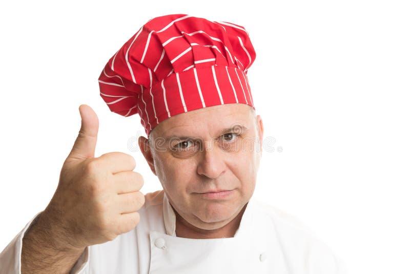 Szef kuchni z czerwonymi kapeluszowymi robi wyra?eniami fotografia royalty free