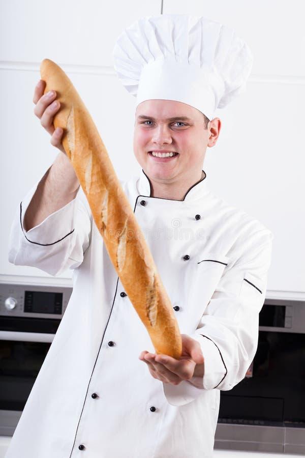 Szef kuchni z dużym baguette zdjęcia royalty free
