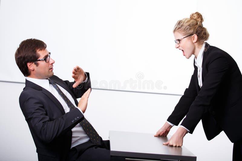 Szef szalenie dla pracownika obrazy stock