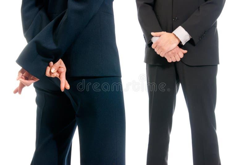 szefa biznes krzyżujący palców przód odizolowywający obrazy stock
