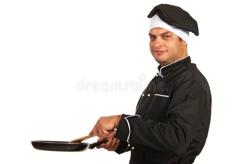 Szefa kuchni mężczyzna z smażyć nieckę obrazy royalty free