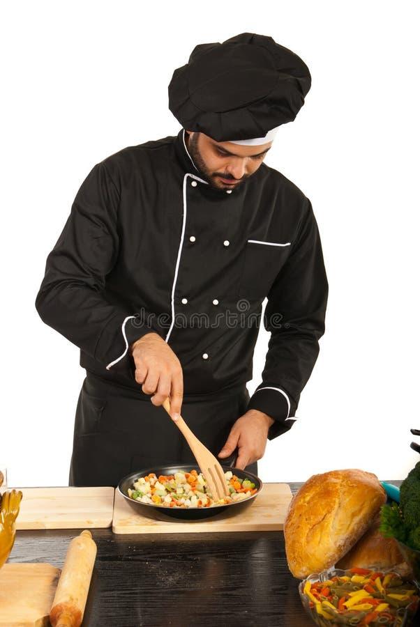 Szefa kuchni narządzania męski jedzenie fotografia stock