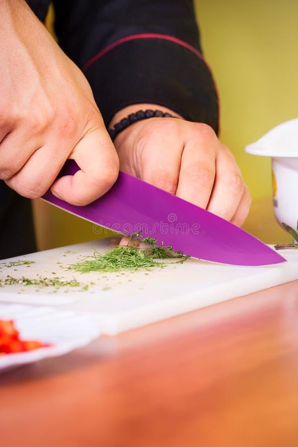 Szefa kuchni rżnięty jedzenie obraz stock