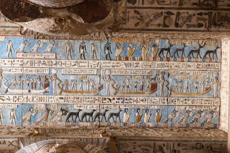 Szene in Denderah-Tempel, Qena, Ägypten lizenzfreie stockbilder