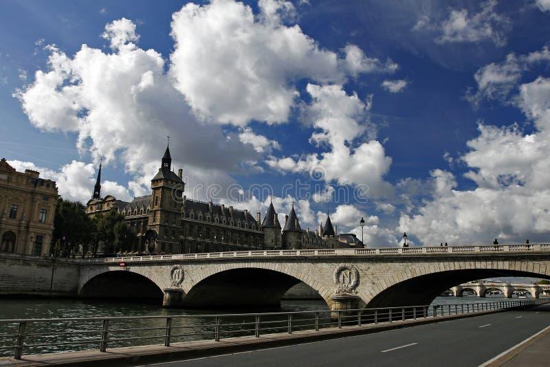 Szene des Bastille-Gefängnisses und des Seine, Paris stockbild
