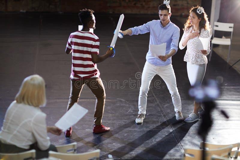 Szene des Schwertkämpfens stockbild
