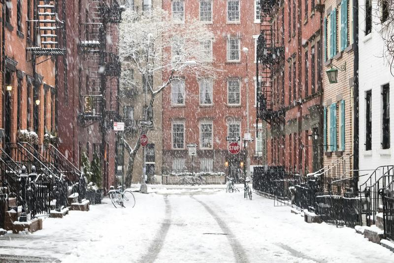 Szene des verschneiten Winters im Greenwich Village, New York City lizenzfreie stockfotos
