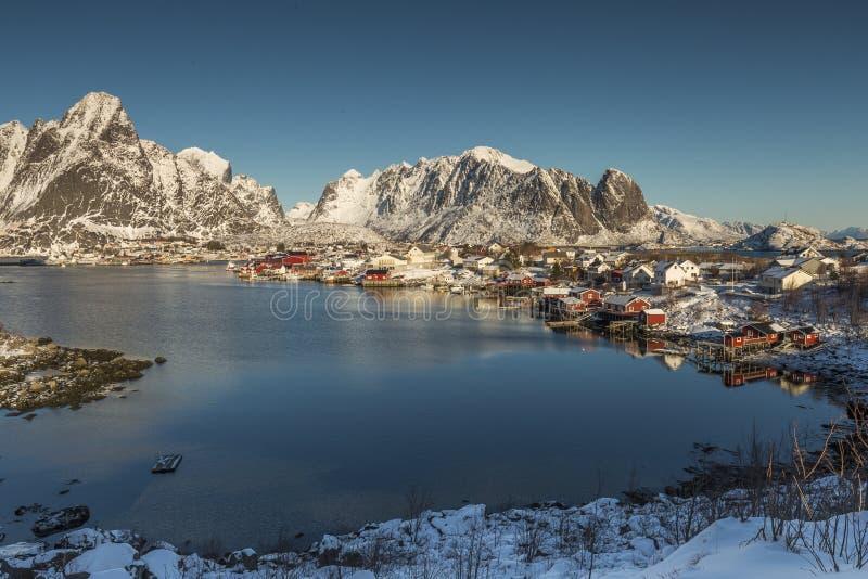 Szenische Ansicht über Reine in den Lofoten-Inseln, Norwegen stockbilder