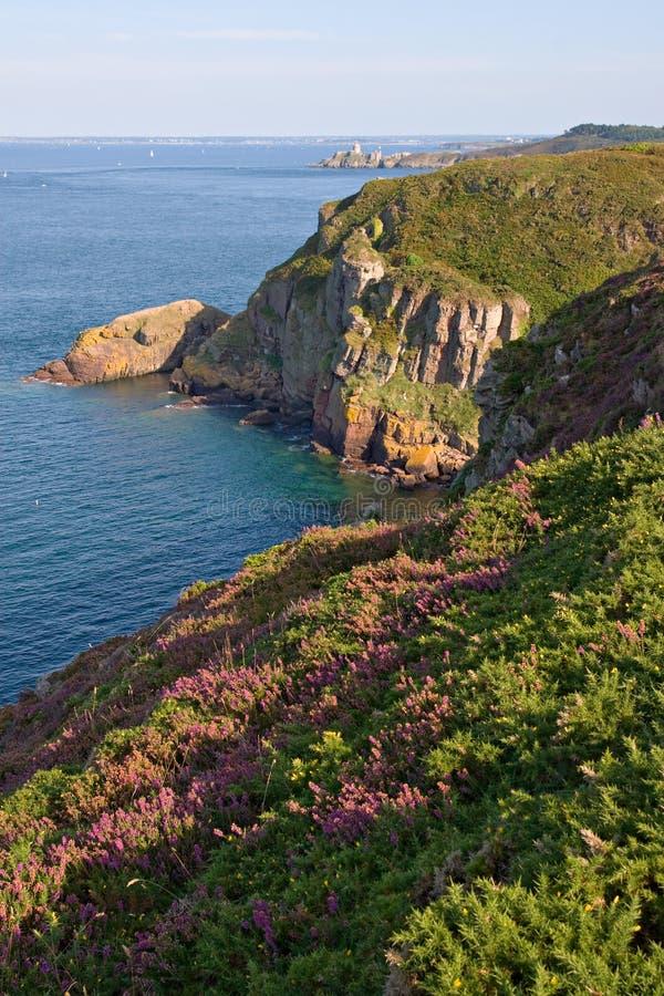Szenische Ansicht der Klippen in der Bretagne-Küste stockfoto
