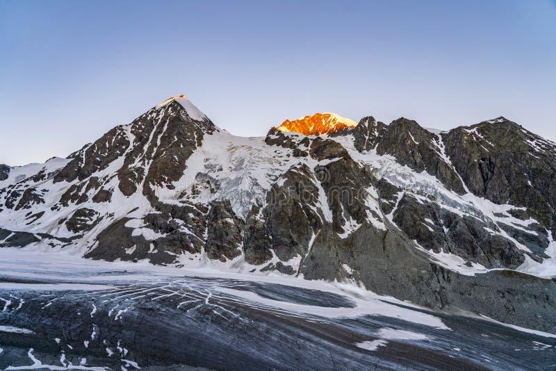 Szenische Ansicht der schönen Landschaft von Schweizer Alpen lizenzfreie stockfotografie
