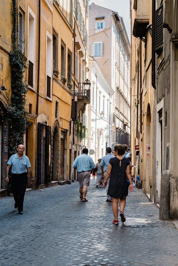 Szenische Ansicht der Straße in der historischen Mitte von Rom stockbilder