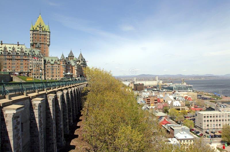 Szenische Ansicht der Terrasse des Chateaus Frontenac und Dufferin in Quebec lizenzfreie stockbilder