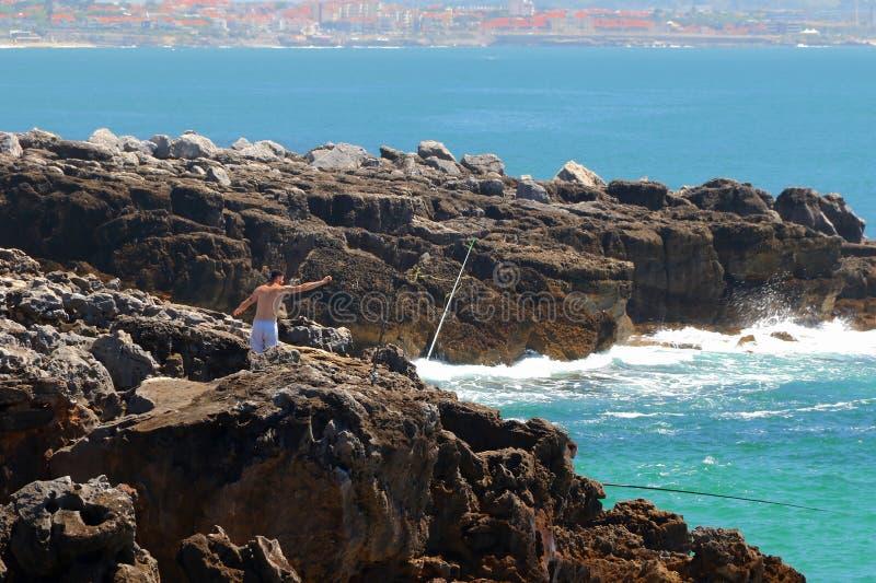 Szenische Ansicht der Wellen des Atlantiks, Boca Do Inferno Hells Mund, Cascais, Portugal stockbilder