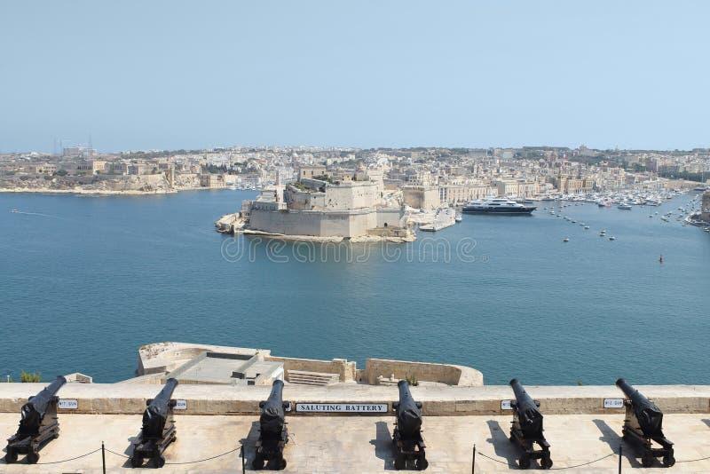 Szenische Ansicht Vallettas des großartigen Hafen-u. Fort-St. Angelo stockfotografie