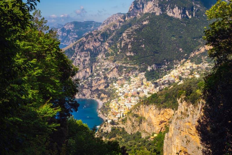 Szenische Ansicht von Positano-Stadt und schönes Amalfi fahren, Italien die Küste entlang stockbilder