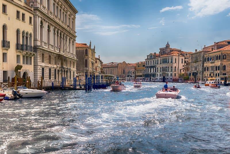 Szenische Architektur entlang Grand Canal in Venedig, Italien lizenzfreie stockbilder