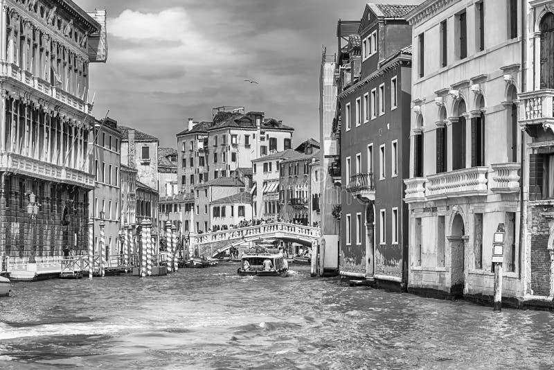 Szenische Architektur entlang Grand Canal in Venedig, Italien stockbild