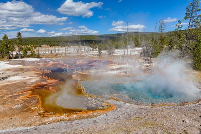 Szenische geothermische heiße Quellen lizenzfreies stockbild
