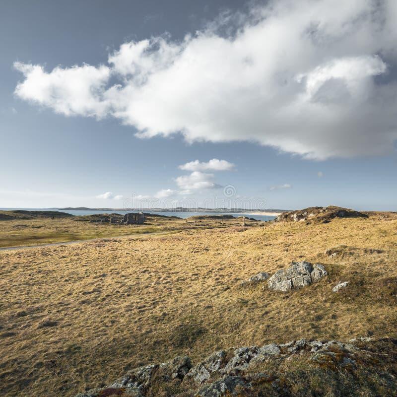 Szenische Gezeiten- Insel Ynys Llandwyn in Nord-Wales stockbilder