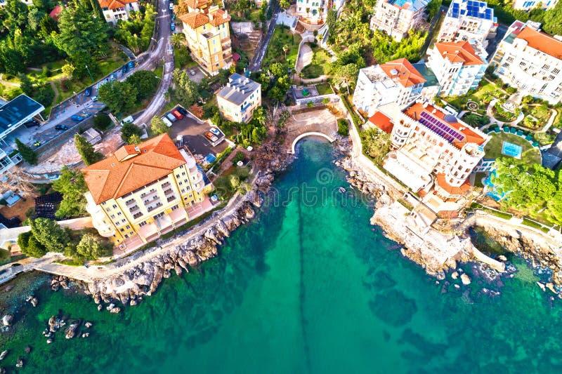 Szenische Küstenlinie von Küste Opatija und Lungomare Gehwegvogelperspektive lizenzfreies stockfoto