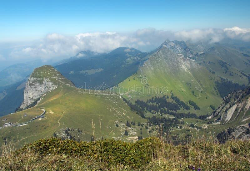 Szenische Landschaft in den Schweizer Alpen stockfotos