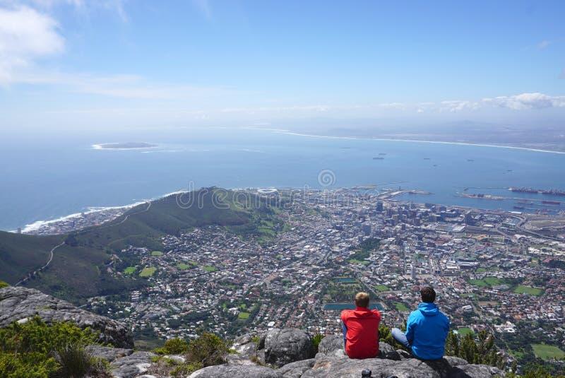 Szenische Landschaft von Kapstadt vom Tafelberg lizenzfreie stockfotografie
