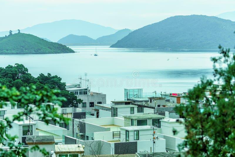 Szenische Landschaft von Sha Lan-Landhäusern und von Regenpfeifer-Bucht bei Shuen fahl in Hong Kong stockfotografie