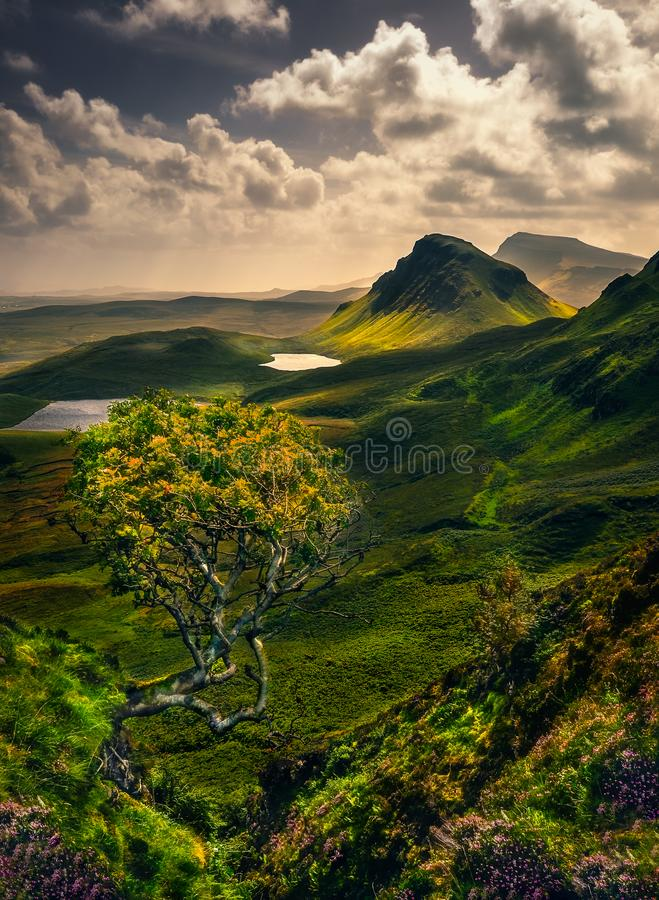 Szenische Landschaftsansicht von Quiraing-Bergen in der Insel von Skye, Schottland, Großbritannien lizenzfreies stockfoto