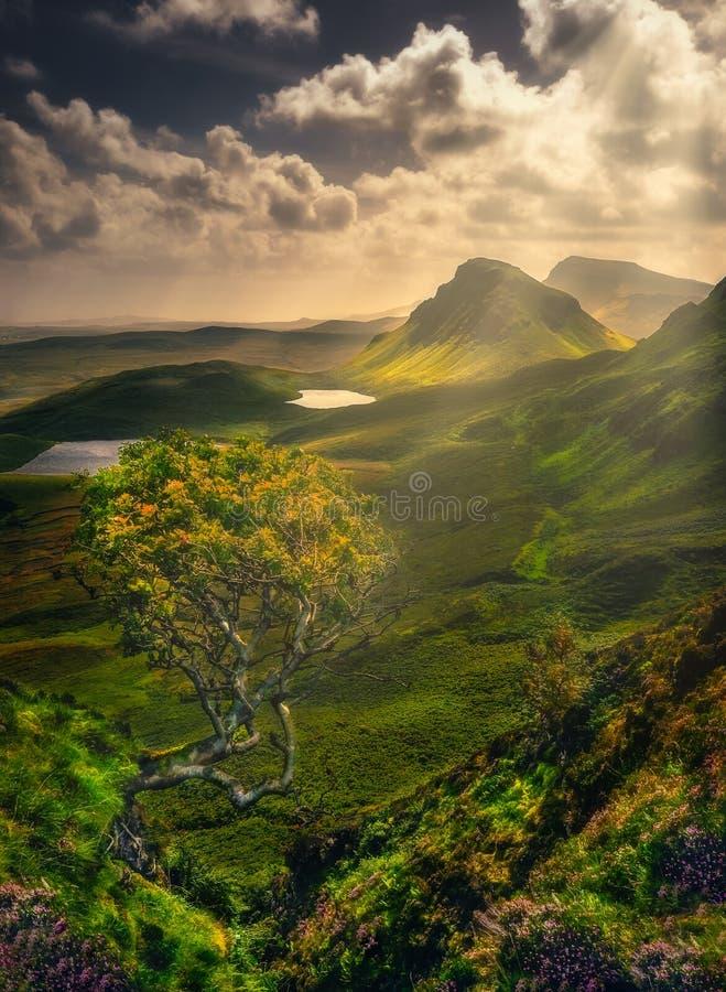 Szenische Landschaftsansicht von Quiraing-Bergen in der Insel von Skye, Schottland, Großbritannien stockfoto