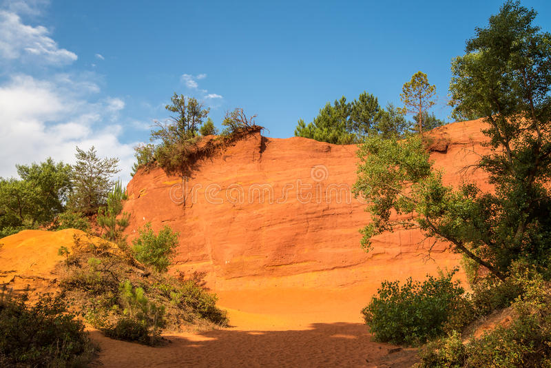 Szenische ockerhaltige Schlucht Colorados Provencal in Provence-Region von Frankreich stockfotos