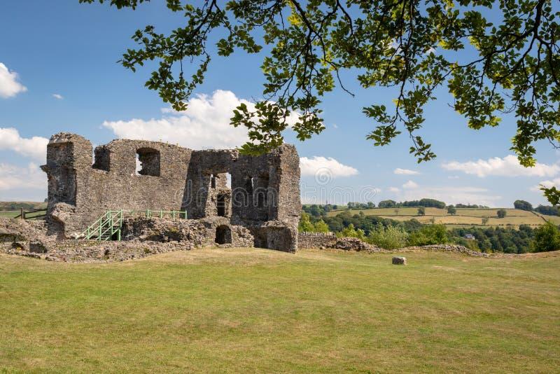 Szenische Ruinen historischen Kendal Castles gegen 1200 errichtet lizenzfreies stockfoto