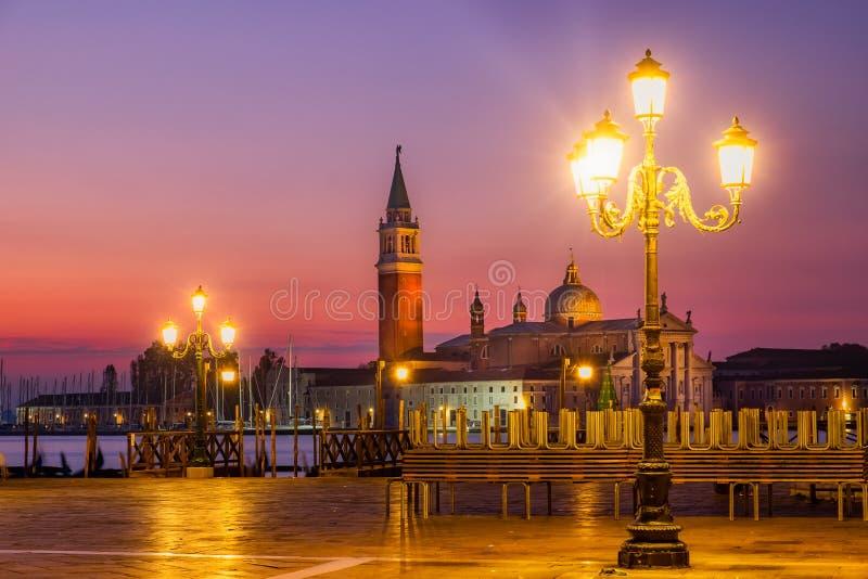 Szenische Sonnenaufgangansicht von San Giorgio Maggiore in Venedig stockfotografie
