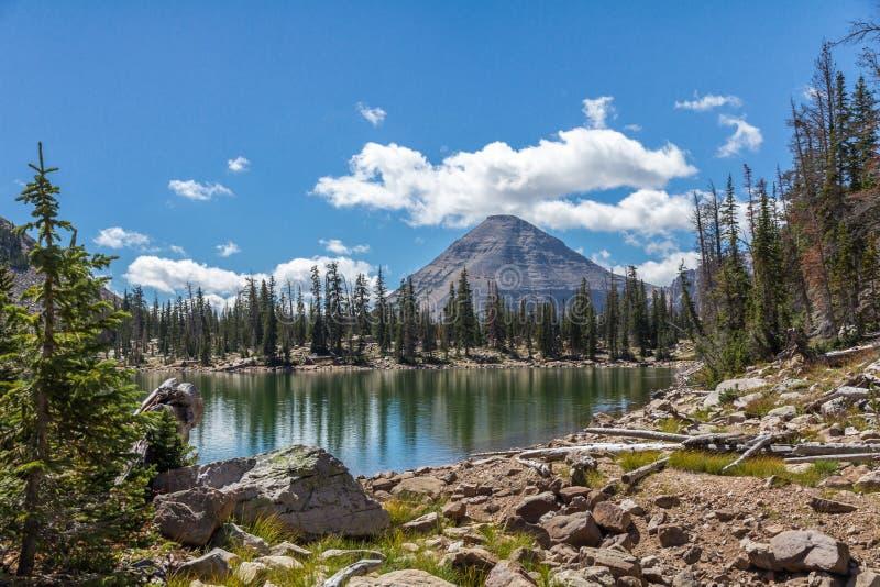 Szenischer Seitenweg des Kamas See-, Mirror See, Utah lizenzfreies stockfoto