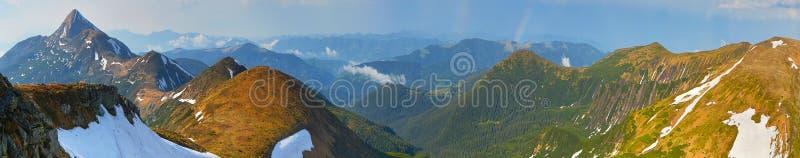 Szeroka panorama halni wierzchołki obrazy stock