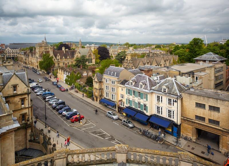 Szeroka ulica jak widzieć od cupola Sheldonian Theatre uniwersytet w oksfordzie england obrazy royalty free