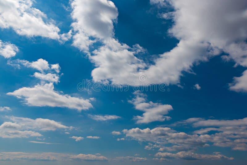 Szeroki chmury niebo i niebieskie niebo zdjęcie stock
