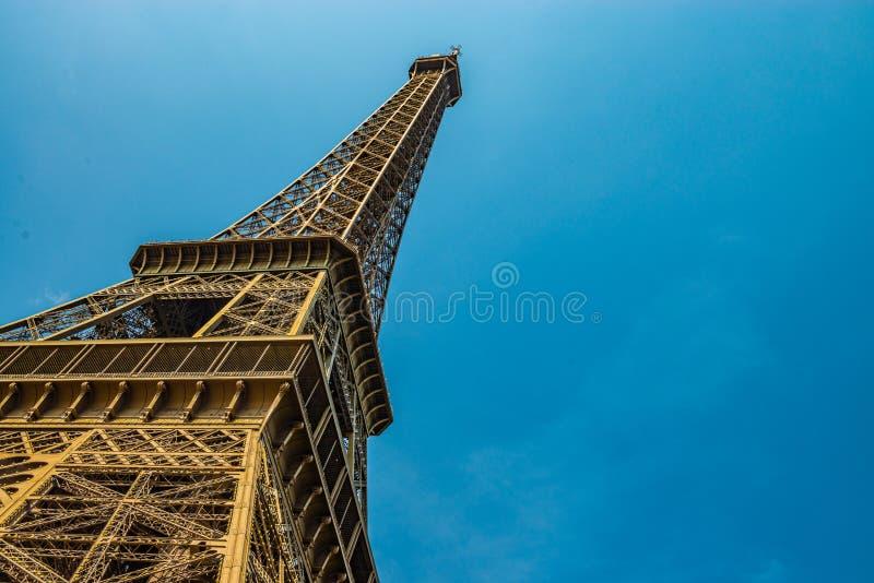 Szeroki kąt strzelający wieża eifla obrazy stock