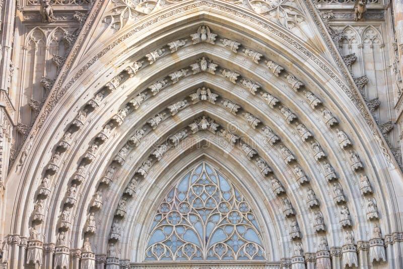 Szeroki kąta widok główny portal Barcelona ` s gothic katedra, także znać jako los angeles Seu obrazy stock
