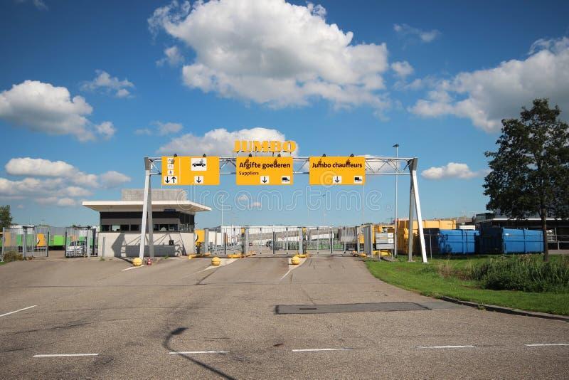 Szeroki kąta widok Olbrzymi handlu detalicznego centrum dystrybucyjne w Woerden i magazyn holandie obrazy stock
