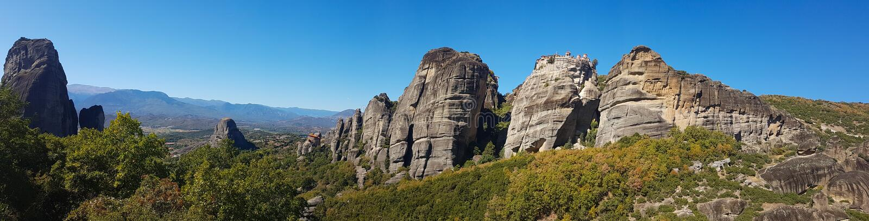 Szeroki panoramiczny widok Meteor skały monastery w Grecja zdjęcia royalty free