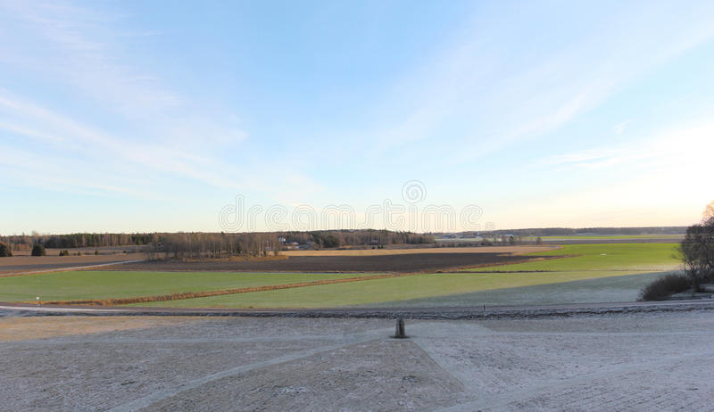 Szeroki szwedzki śnieżny pole w zimie fotografia stock