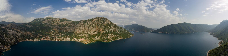 Szeroki widok z lotu ptaka Kotor zatoka w Montenegro obraz royalty free