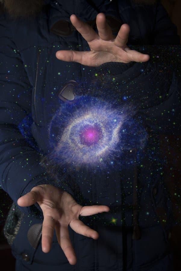 Szeroki wszechświat w rękach dziecko Elementy ten imago obrazy royalty free