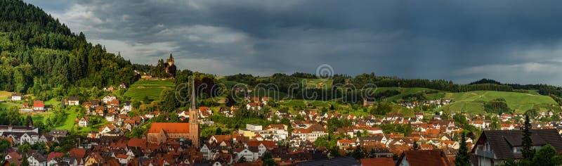 Szerokich dzierżawień panoramiczny krajobrazowy widok zielona dolina w Schwartzwald zdjęcia royalty free