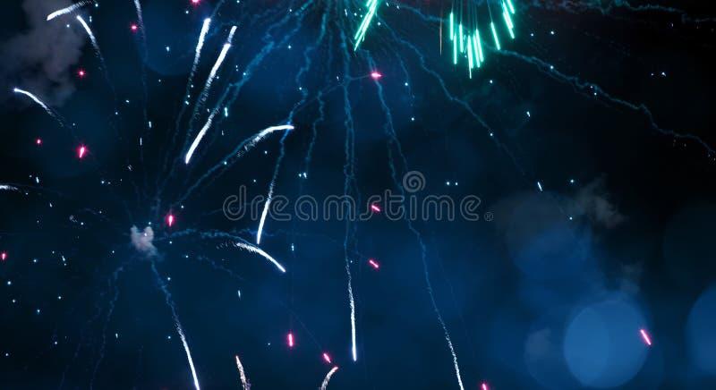 Szerokiego kąta Wakacyjny Błękitny tło z fajerwerkami zdjęcie stock