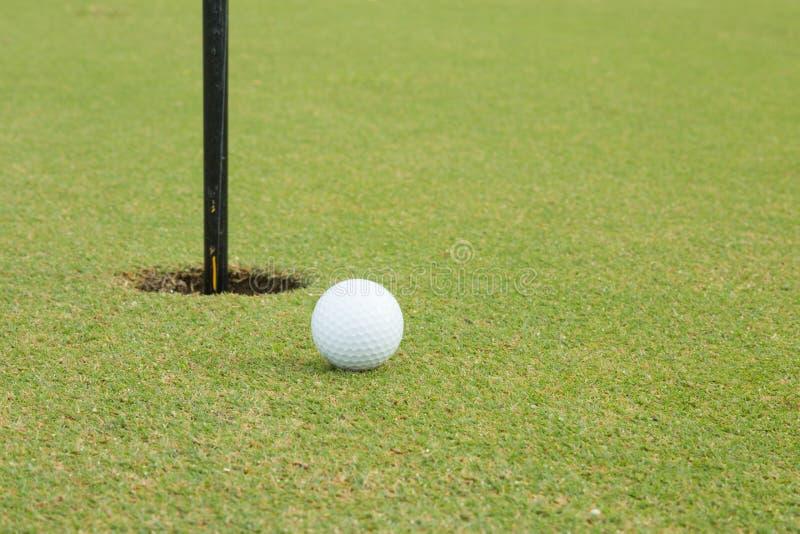 Szeroko pole golfowe w bardzo ładnym dniu w lecie fotografia royalty free