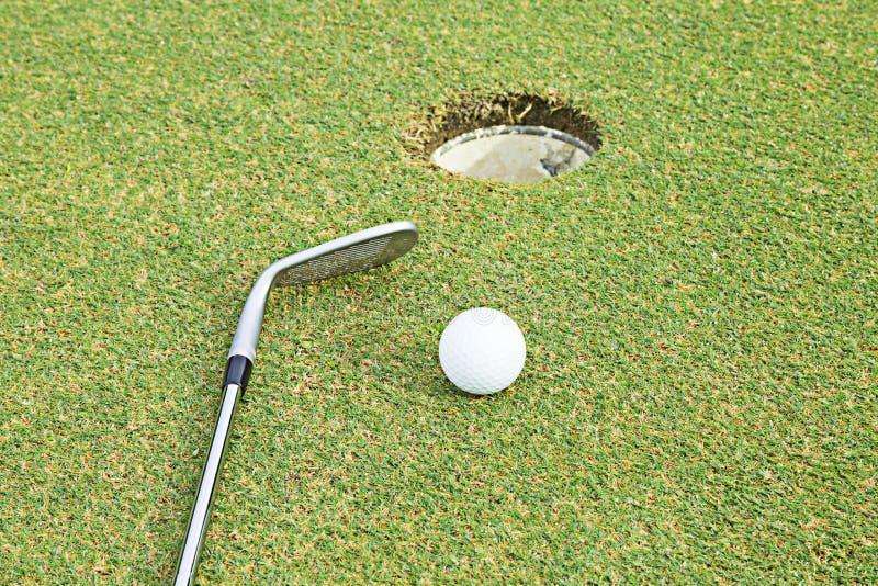 Szeroko pole golfowe w bardzo ładnym dniu w lecie obraz stock
