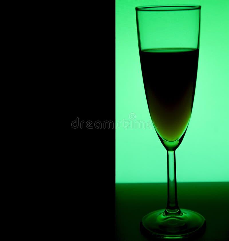 Szkło lub stemware z alkoholu winem, whisky, dżinem, piwem, rumem, ajerówką, Szkockim, koniak, trunek, brandy, absynt lub koktajl fotografia royalty free