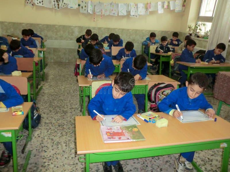 Szkół podstawowych chłopiec Gilan Iran Jeden szkół podstawowych chłopiec w Rasht, Guilan prowincja, Iran zdjęcie stock
