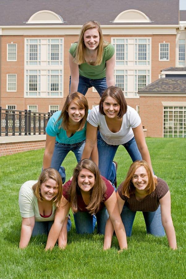 szkół wyższa dziewczyn grupa obrazy stock